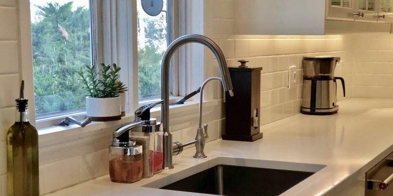 Minimalist Kitchen Counters
